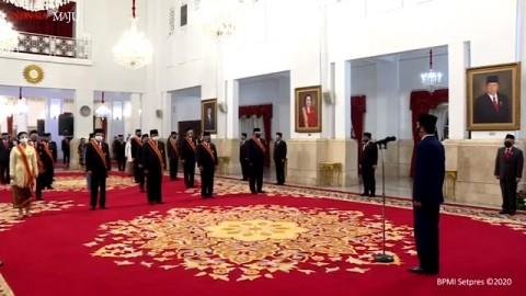 Siti Nurbaya, Prasetyo, dan Enggartiasto Terima Tanda Kehormatan dari Jokowi