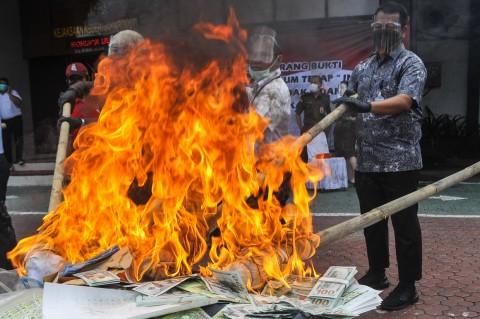 Kejari Jakut Musnahkan Sabu, Kosmetik Ilegal hingga Senjata Api