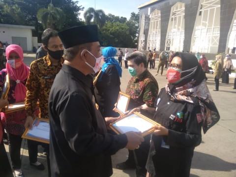 Ratusan Tenaga Medis Covid-19 di Cirebon Diganjar Penghargaan