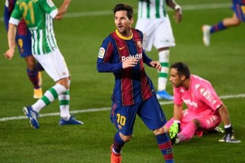 3 Berita Terpopuler Bola: Kabar Messi ke PSG Hoaks dan Barcelona Urung Potong Gaji Pemain