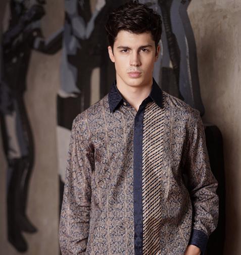 Saat ini, banyak anak muda yang makin percaya diri dan bangga pakai batik lho! (Foto: Dok. Instagram/@parangkencana)