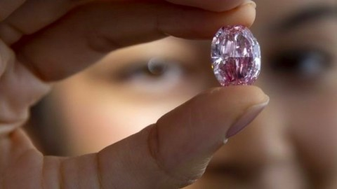 Berlian Pink dari Rusia Berhasil Dijual Seharga Rp377,7 Miliar