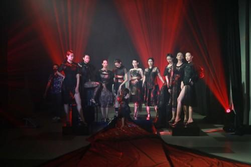 Karya Alben Ayub Andal di Surabaya Fashion Parade (Foto: Dok SFP)