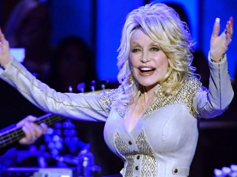 Berusia 74 Tahun, Dolly Parton Menolak Tua