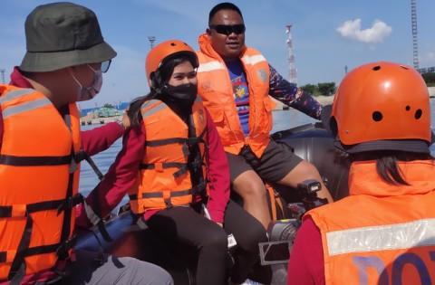 Persiapan Liputan Banjir, Jurnalis Dibekali Teknik Penggunaan Perahu Karet