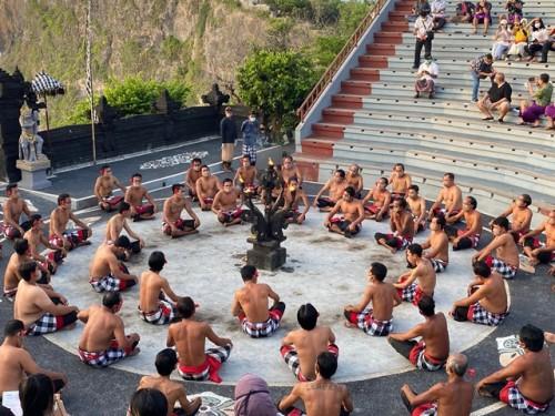 Pariwisata di Bali kembali dibuka salah satunya pertunjukan tari Kecak. (Foto: Dok. Medcom.id/Gaya/Kumara Anggita)