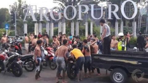 Kedapatan Balap Liar, 85 Remaja Dihukum Dorong Motor