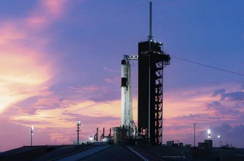 NASA dan SpaceX Sukses Terbangkan Misi Perdananya ke Angkasa