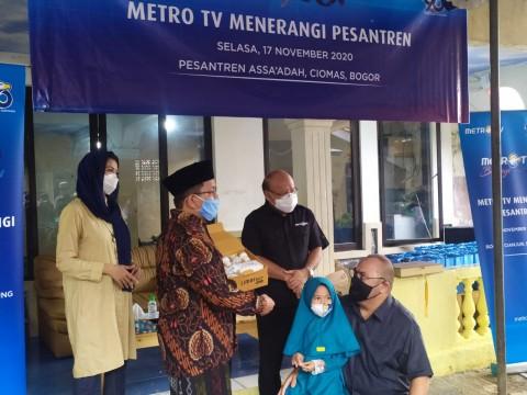 Rayakan HUT ke-20, Metro TV Berbagi Lampu Limar di Pesantren Bogor