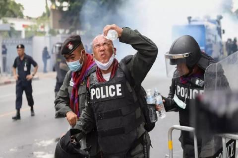 41 Orang Terluka dalam Bentrokan di Luar Parlemen Thailand