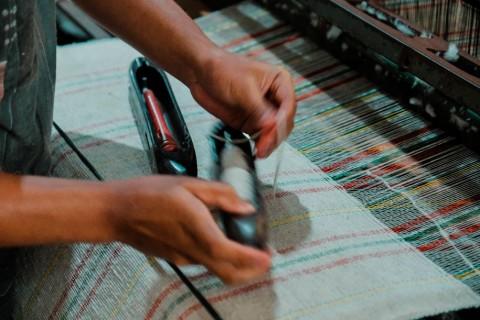Menyulap Limbah Tekstil Jadi Benang Daur Ulang