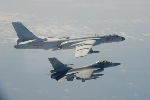 Sebuah Pesawat Hilang, Taiwan Kandangkan Jet Tempur F-16