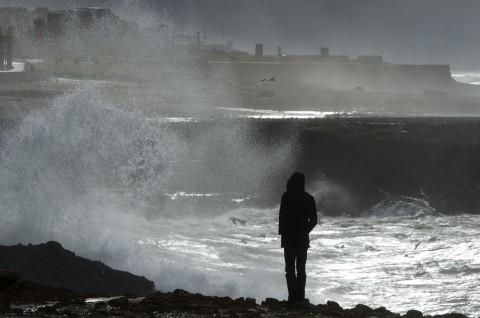 Jakarta Masih Dilanda Gelombang Tinggi Laut