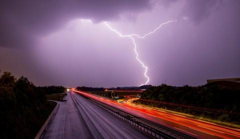 Hujan Lebat Disertai Petir Berpotensi Terjadi di Jaksel