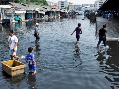 3 Berita Populer Nasional, Kerugian Banjir Rob Jakarta Hingga Strategi Densus Antiteror