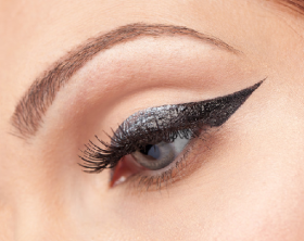 6 Trik Simple Membuat Winged Eyeliner
