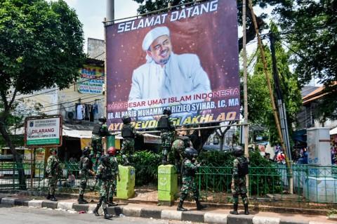 KSP: Tindakan TNI Turunkan Baliho Rizieq Dalam Koridor Hukum