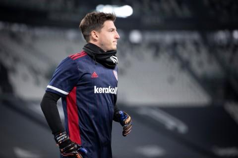 Kiper Cagliari Dianggap Cocok Gantikan Handanovic