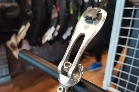 Memaksimalkan Perjalanan Sepeda Motor dengan Holder Hp
