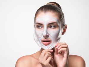 3 DIY Masker Peel Off untuk Wajah Glowing