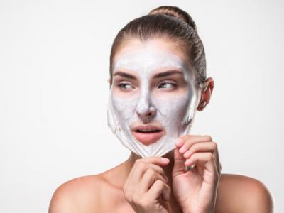 Masker peel off sangat cocok untuk mengurangi pigmentasi dan mengecilkan pori-pori. (Foto: Ilustrasi. Dok. Freepik.com)