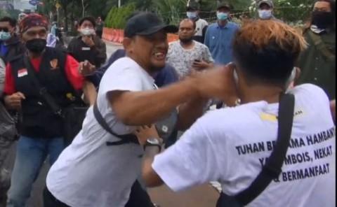 Aksi Tolak Kunjungan Rizieq Shihab di Surabaya Ricuh