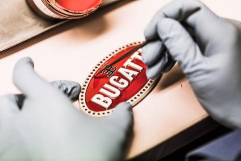 Sulitnya Proses Pembuatan Logo Bugatti, Sampai 10 Jam