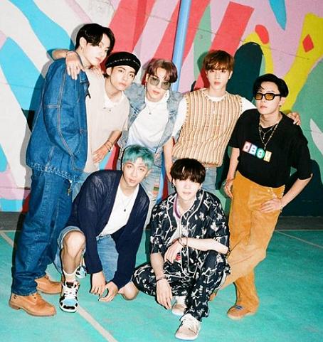 BTS kembali tampil di atas panggung untuk dua penampilan indah di American Music Awards 2020 dari Seoul, Korea Selatan. (Foto: Dok. Instagram/@bts.bighitofficial)