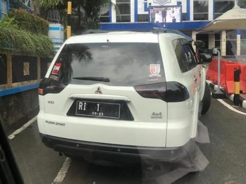 Nekat Terobos Mabes Polri, Mobil Berpelat RI 1 Disita Polisi