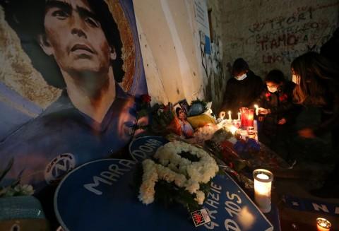 Berita Bola Terpopuler: Diego Maradona Meninggal Dunia