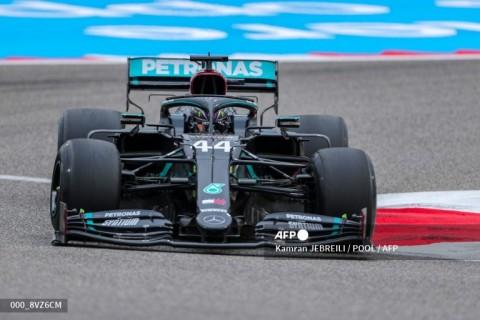 Lewis Hamilton Pimpin FP1 GP Bahrain