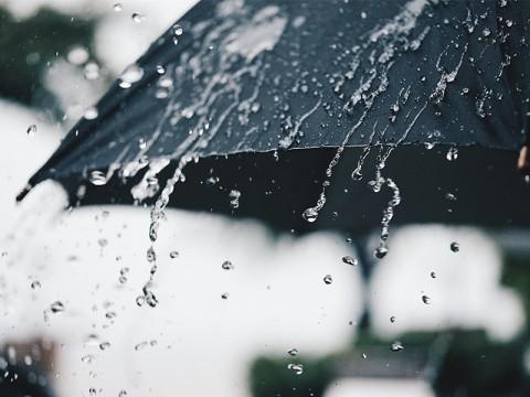 Malam Minggu, Warga Jaktim dan Jaksel Dihantui Hujan Disertai Kilat