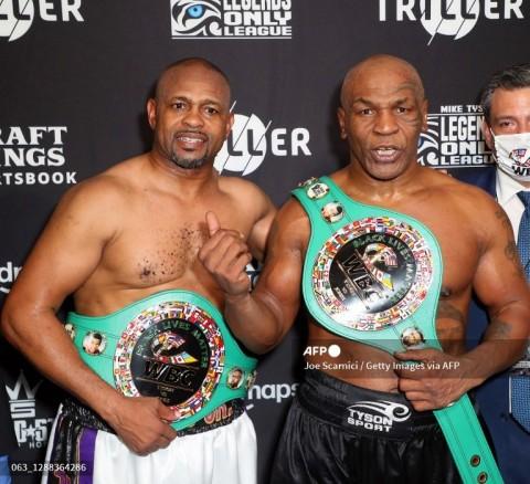 Mike Tyson dan Jones Senang Pertarungannya Berakhir Imbang