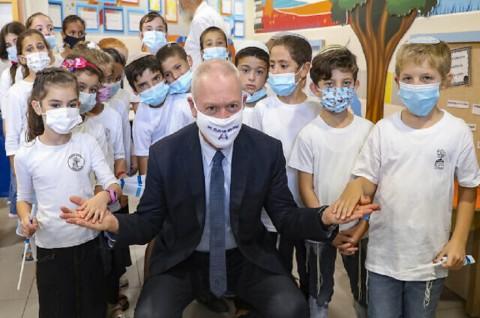 Israel Buka Kembali SMA di Tengah Penurunan Kasus Covid-19