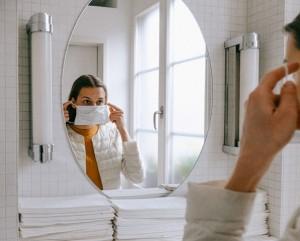5 Cara Atasi Jerawat karena Masker