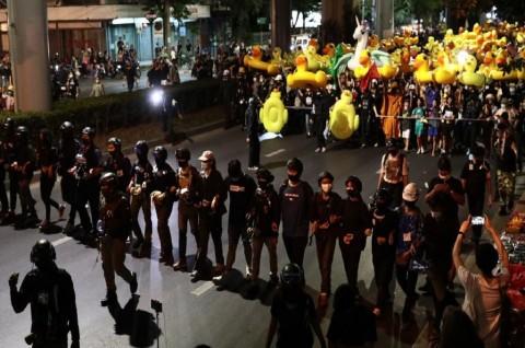 Demonstran Thailand Serukan Reformasi di Luar Markas Militer