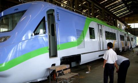 Tiongkok Kirim Rel ke Jalur Kereta Cepat Jakarta-Bandung