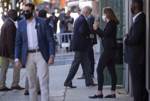 Kaki Joe Biden 'Keseleo' saat Bermain dengan Anjing