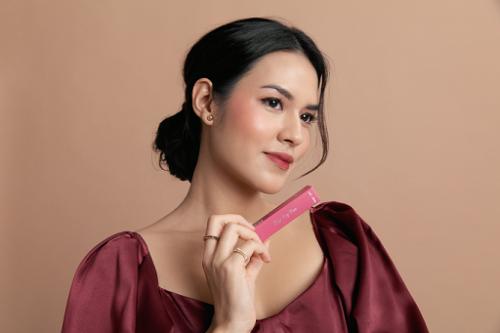 SASC berkolaborasi dengan Raisa meluncurkan rangkaian koleksi make up untuk perempuan Indonesia. (Foto: Dok. SASC)