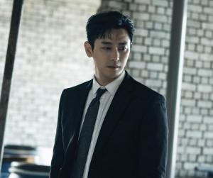 Lebih Dekat dengan Ju Ji-Hoon, Bintang Utama Serial Netflix