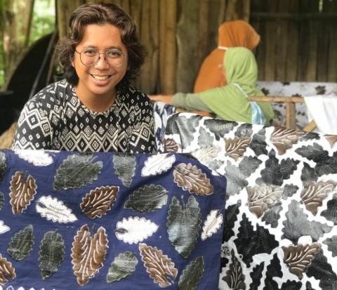 Wow! Christian Dior Pinang Tenun Bali Karya UMKM Pertamina