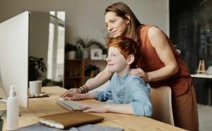 5 Cara Membantu Anak-anak Tetap Aman saat Online