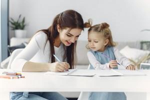 Mengajarkan Menulis Bikin Anak Jadi Lebih Pintar