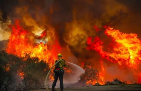 Kebakaran Hutan Kembali Landa California, Warga Mengungsi