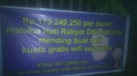 Beredar Spanduk Penolakan Kenaikan Gaji DPRD DKI Jakarta