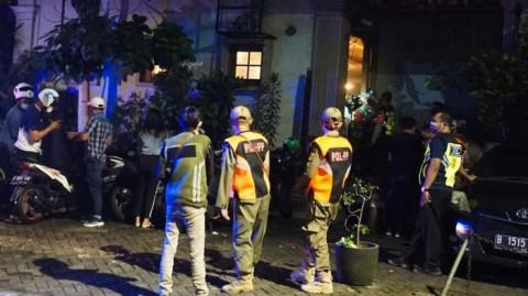 Tim Pemburu Covid-19 Segel Tempat Hiburan Malam di Cikini