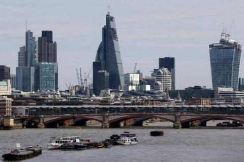 Pria Inggris Ditangkap usai Panjat Menara Tanpa Pengaman