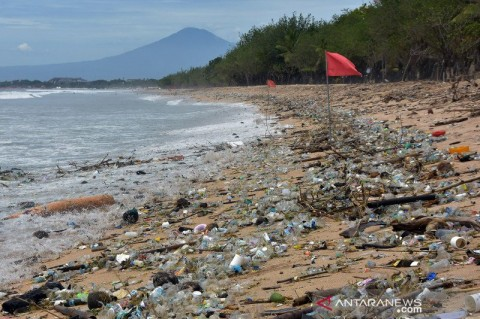 Sekitar 30 Ton Sampah Diangkut dari Kawasan Pantai Kuta