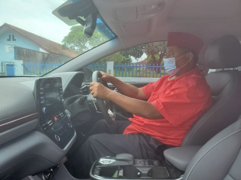 Wagub Jabar Kang Uu, Dari Kijang Tua ke Mobil Listrik