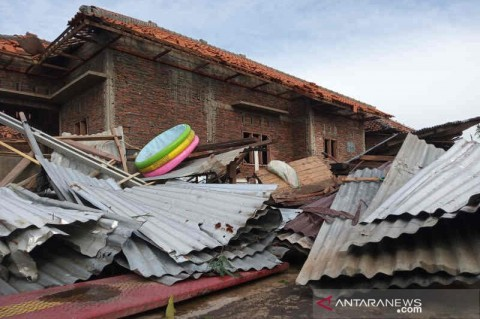Daerah Pupuler, Puting Beliung Terjang Cirebon Hingga Ganjar Belum Putuskan KBM